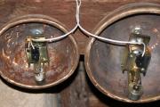Bicí stroje s kladivem pro odbíjení na cimbály z vnitřní strany
