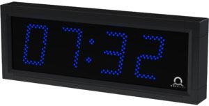 Venkovní nástěnné hodiny řady DE s černým rámem