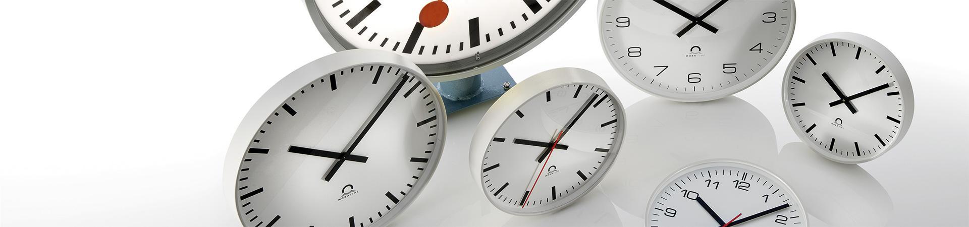 Nástěnné hodiny MOBATIME;